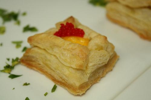 Volovanes de Huevos de Codorniz y Caviar