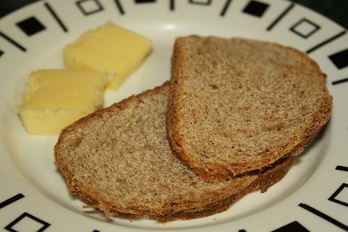 Pan de centeno con mantequilla...