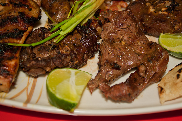 Plato de Bocas: Carne Asada y Cabro...