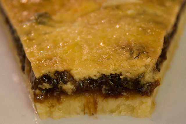 Pie de Ciruela - Close Up